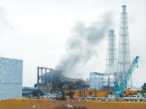这张东京电力公司3月21日提供的照片显示,日本福岛第一核电站3号