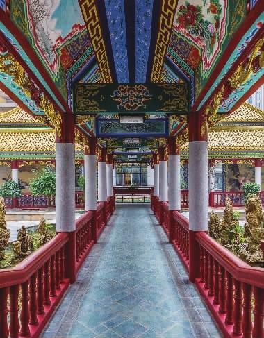300余米的艺术长廊,地砖铺设采用独特的龙腾纹构图;旋子彩绘,苏氏图片