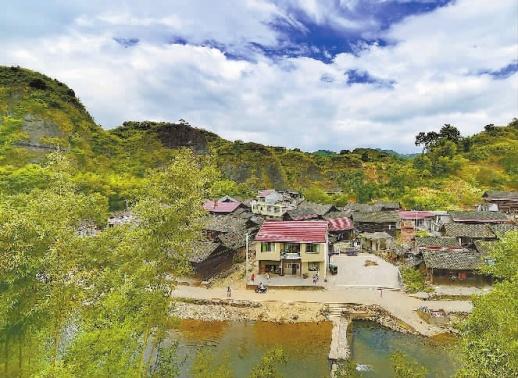 记者来到辰溪县船溪乡桐木冲村,看到了这般如诗如画的风景.