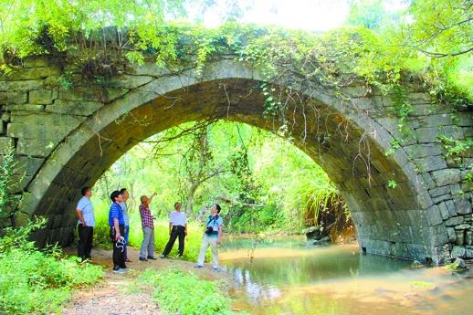 △9月13日,永州市零陵区大庆坪乡,湘桂古道上的明代石拱桥.