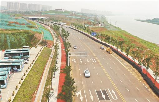 潇湘大道西线道路工程竣工通车