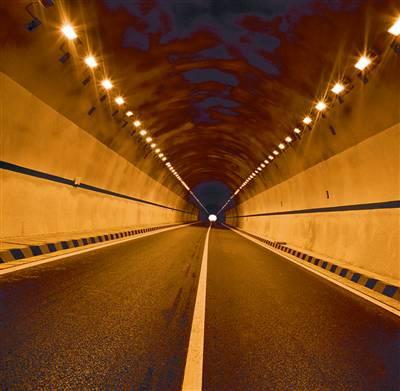 珠海石景山隧道施工段发生透水事故14名施工人员被困